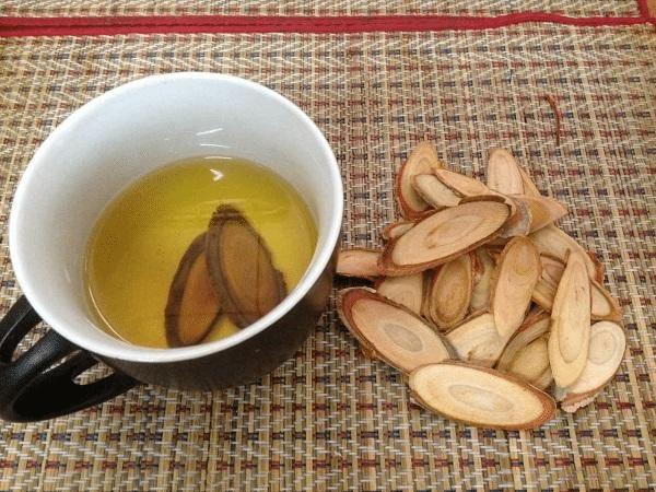 Sắc thuốc uống với cây Bách Bệnh để trị xuất tinh sớm